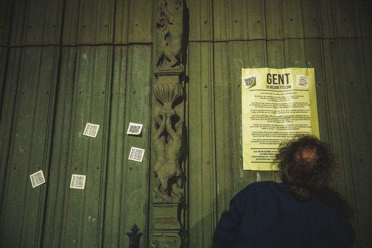 'Gent is besmettelijk', dat valt te lezen op post-its in de hele binnenstad.