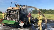 Landbouwmachine volledig vernield na felle brand