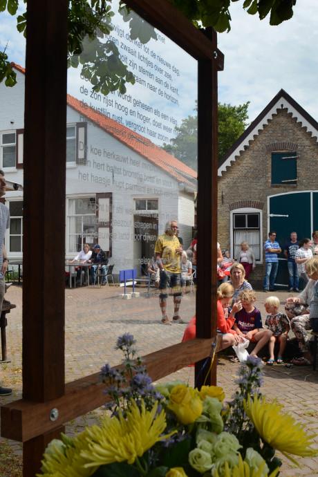 Kunstdorp Ellemeet kroont zichzelf met poëzieroute