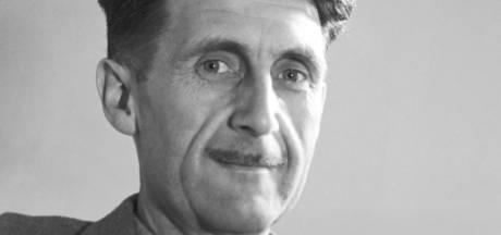 """Pourquoi le roman """"1984"""" de George Orwell est-il si souvent cité sur les réseaux sociaux?"""