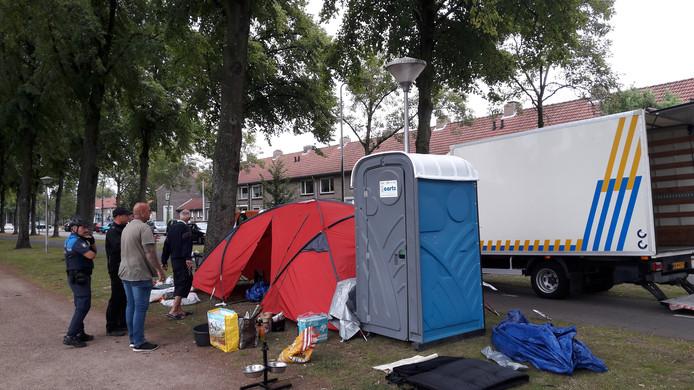 De vrouw die al enige tijd op straat in Eindhoven bivakkeerde is naar het ziekenhuis vertrokken.