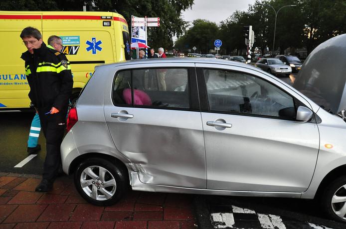 Vrouw raakt gewond na aanrijding in Waalwijk.