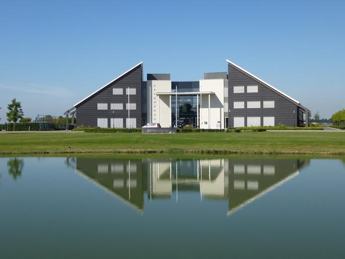 Gemeentehuis Tholen. foto Willem Staat