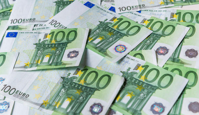 Harten 4 Groep had een verrassing voor de Beuningse Lentefeesten: een cheque van 500 euro.