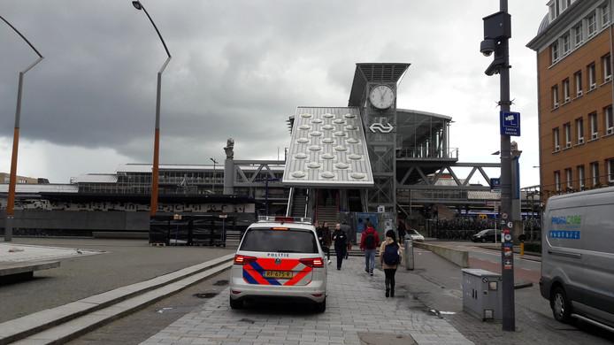 Politiebewaking op het station in Den Bosch.