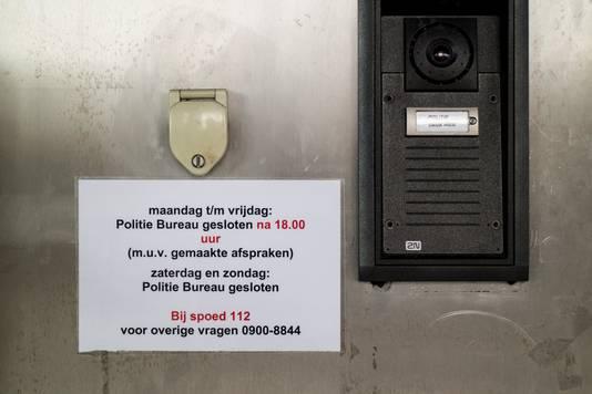 Mededeling bij het Nijmeegse politiebureau.