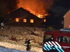 Grote brand in schuur in Doornenburg, mogelijk gasflessen ontploft