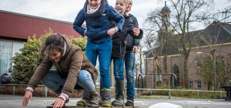 Gefronste wenkbrauwen om buitenspelende kinderen in Elburg: 'Ik vermoed dat het onbegrip breder leeft'