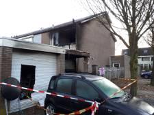 Buurman redt gezin met baby uit brandend huis:'Samen de deur ingebeukt'