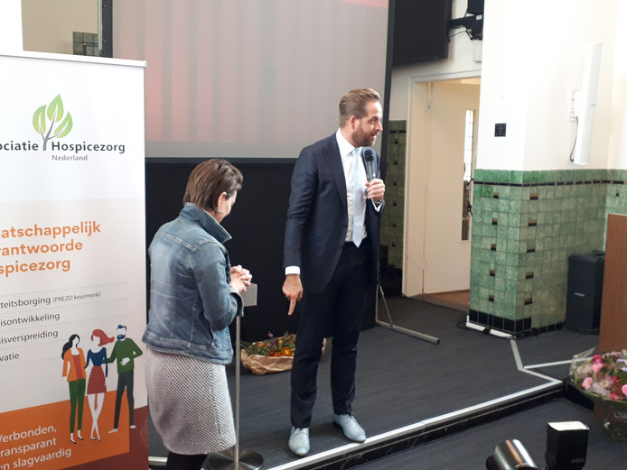 Minister Hugo de Jonge van Volksgezondheid en Welzijn heropende woensdagmorgen het verbouwde hospice Marianahof in Etten-Leur.