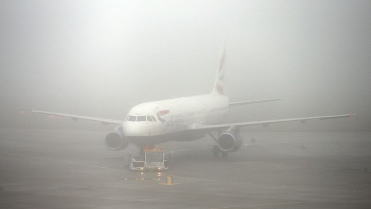 Dichte mist op de luchthaven van Heathrow in Londen vandaag.