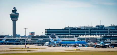 Man vast voor mishandeling meisje in vliegtuig naar Schiphol
