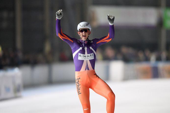 Evert Hoolwerf wint Trachitol Trophy 3 van de vierdaagse op de ijsbaan de Westvries in Hoorn.