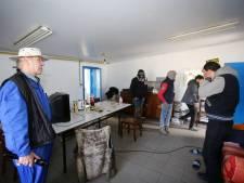 """Stad laat drie leegstaande gebouwen in Zeebrugge verplicht dichttimmeren: """"Om te vermijden dat transmigranten er verblijven"""""""