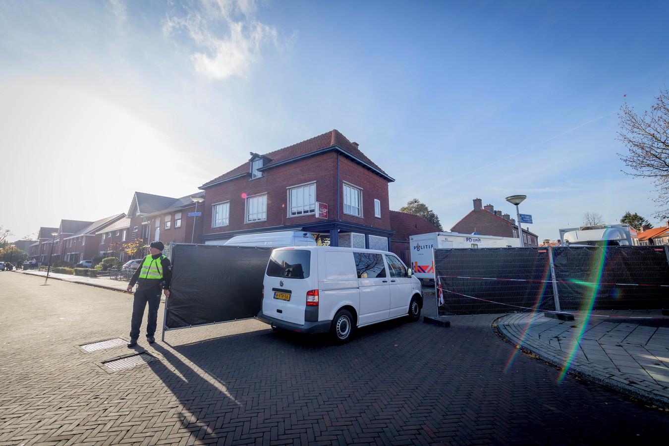 De plaats delict viervoudige moord aan de Van Leeuwenhoekstraat in Enschede, medio november 2018.