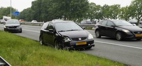 Twee auto's botsen op A59 bij Drunen