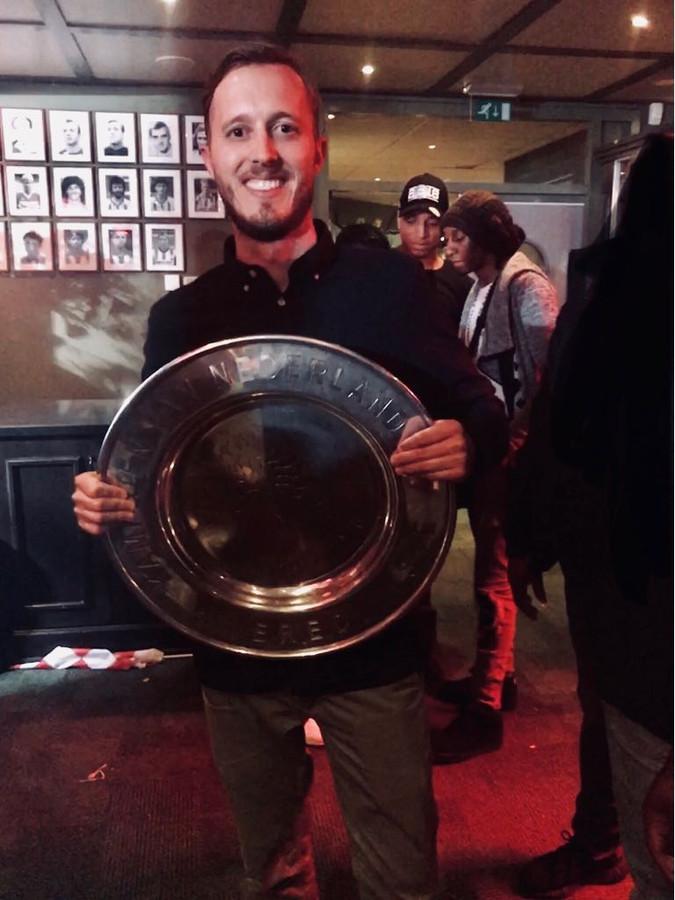 Thomas Schaling met de door hemzelf zo genoemde 'Schaalfie', na het kampioenschap van PSV in 2018.