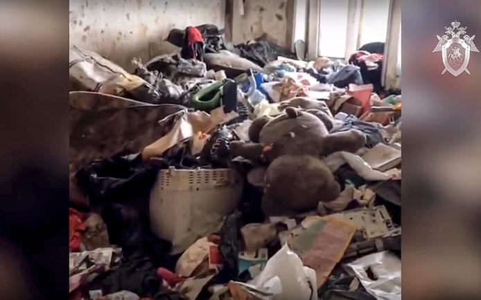 Het appartement vol afval waaruit Lyuba werd bevrijd.