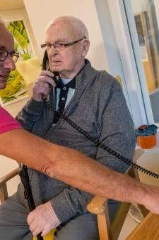 Een telefoon waarmee je terug in de tijd kunt, in Vlissingen hebben ze er één