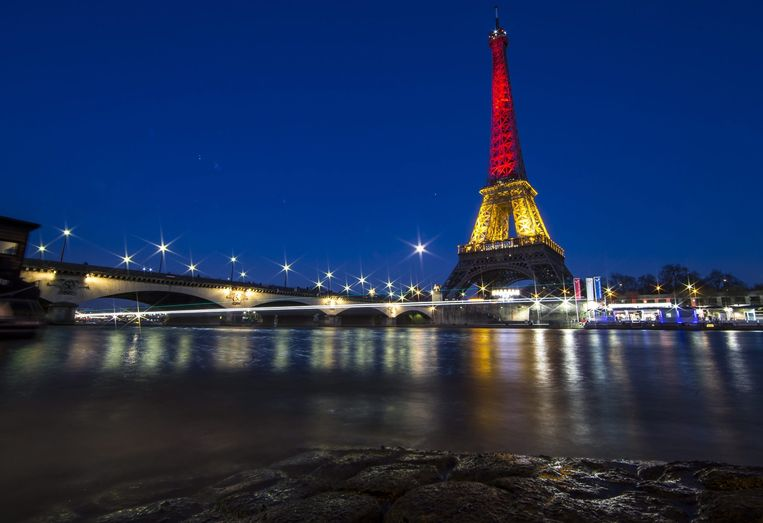 De Eiffeltoren kleurde vannacht in de Belgische driekleur. Beeld epa