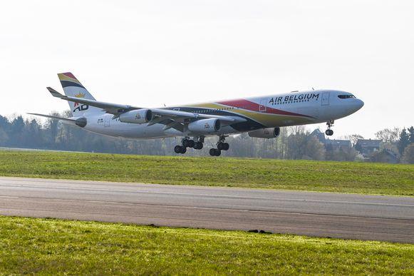 Beeld ter illustratie. Een vliegtuig van Air Belgium op de luchthaven van Charleroi.
