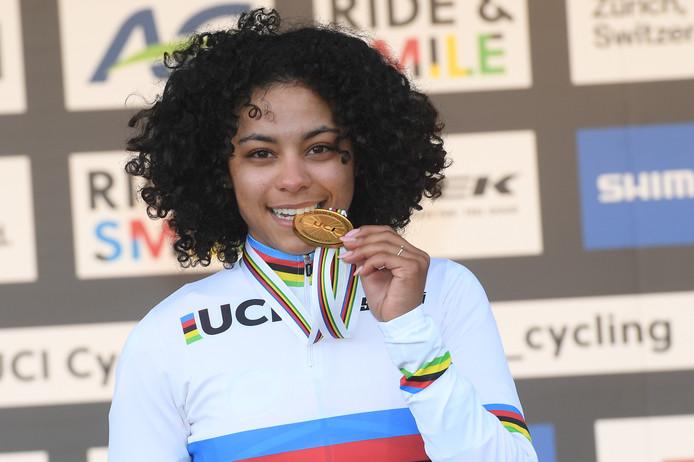 Ceylin del Carmen Alvarado with her gold medal, Belga photo