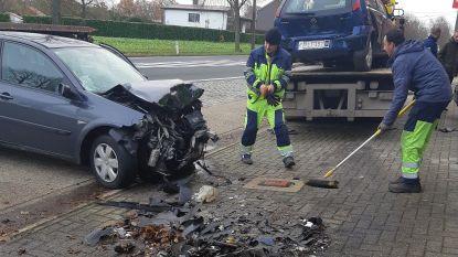 Dronken bestuurder veroorzaakt ravage: vijf wagens en twee huizen delen in de klappen