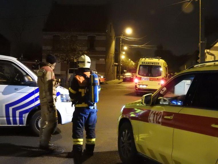 Ook de brandweer werd opgeroepen na een melding van brandgeur in de woning waar C. zich verschanste .