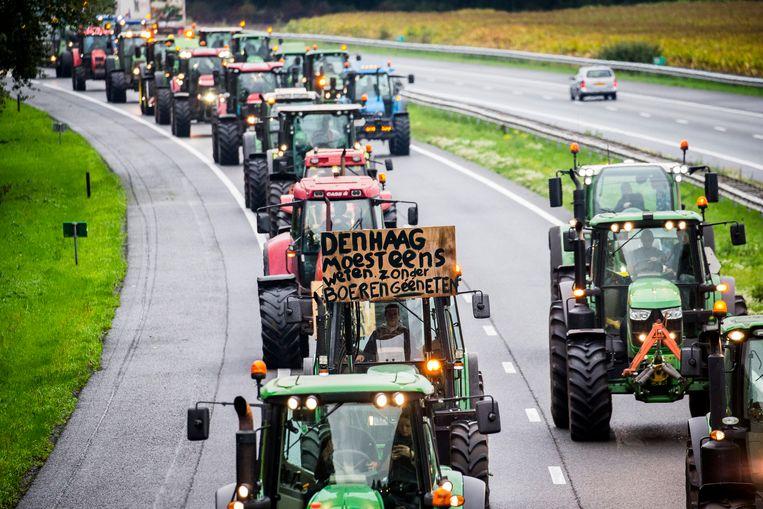 Drentse boeren blokkeerden begin deze maand met hun trekkers de snelweg A28 tussen Hoogeveen en Meppel.  Beeld ANP