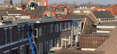 Verwarde man loopt over daken in Deventer: vlucht voor politie