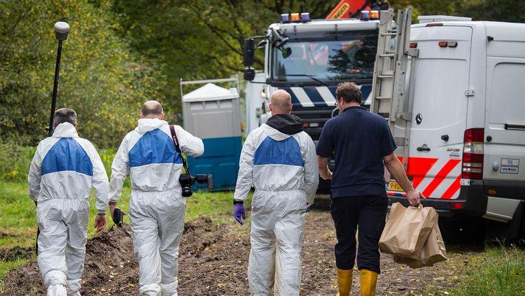 Forensische experts van de politie bij de plek waar het lichaam van Anne Faber donderdag werd gevonden. Beeld Arie Kievit