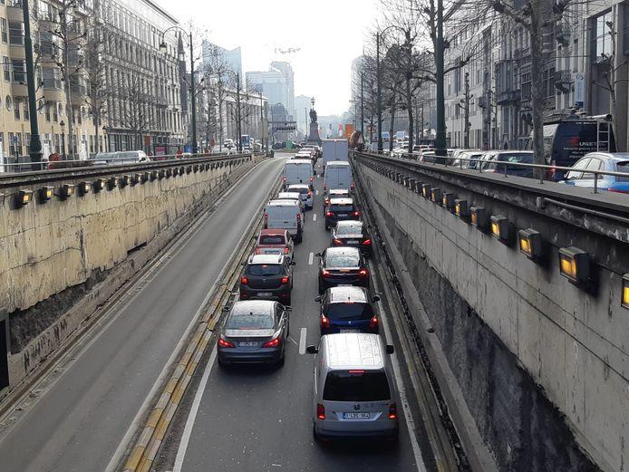 Door het probleem in de Rogiertunnel is het momenteel lang aanschuiven op de Brusselse ring.