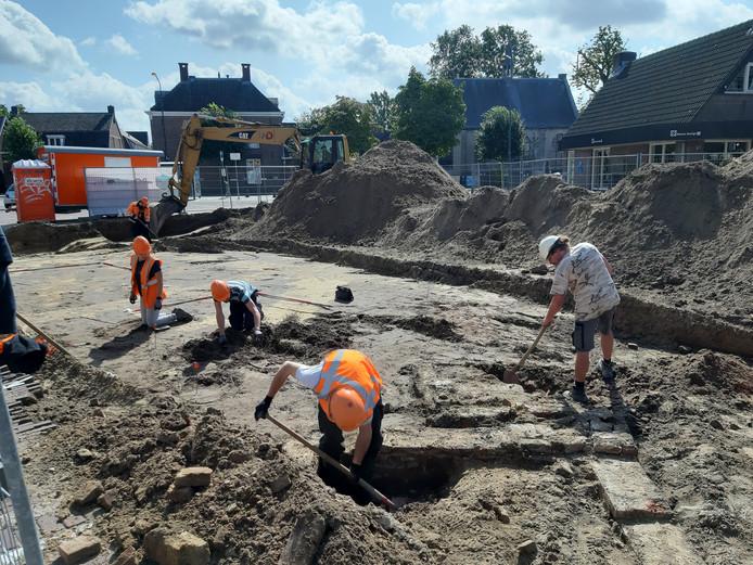 De opgravingen bij het Petrus Dondersplein in Sint-Michielsgestel zijn begonnen.