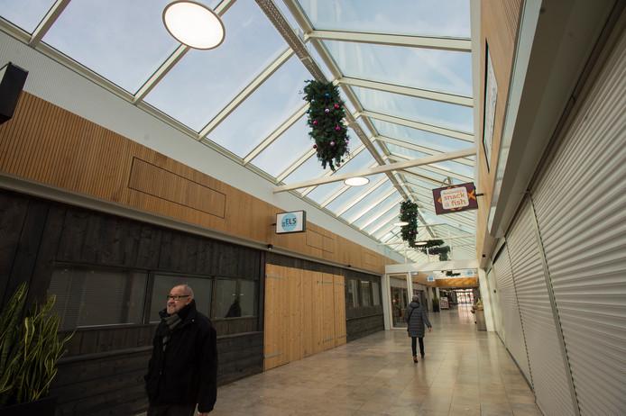 Ook in het Waalwijkse winkelcentrum De Els staan veel ruimtes leeg.