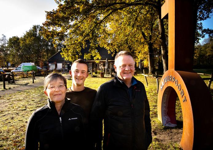 Aletty, Teun en Frank Schilders (v.l.n.r.) kiezen een andere koers met hun bedrijf SBP Outdoor, ook De Negende Zaeligheyt genoemd.