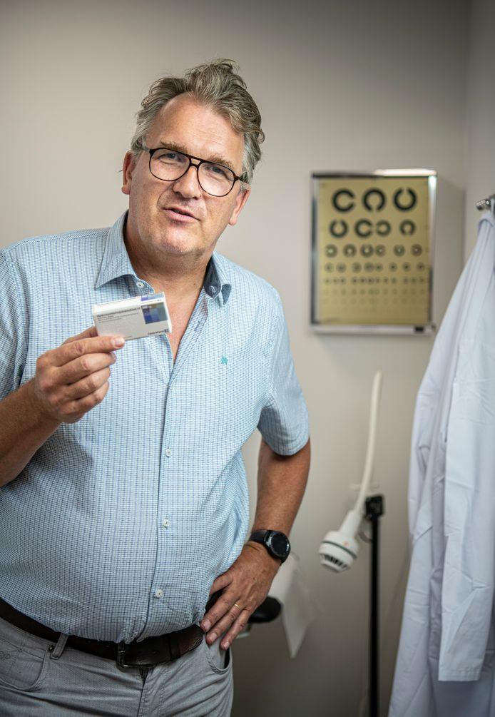 Huisarts  Rob Elens uit het Limburgse Meijel gelooft heilig in hydroxychloroquine als werkend middel tegen corona.
