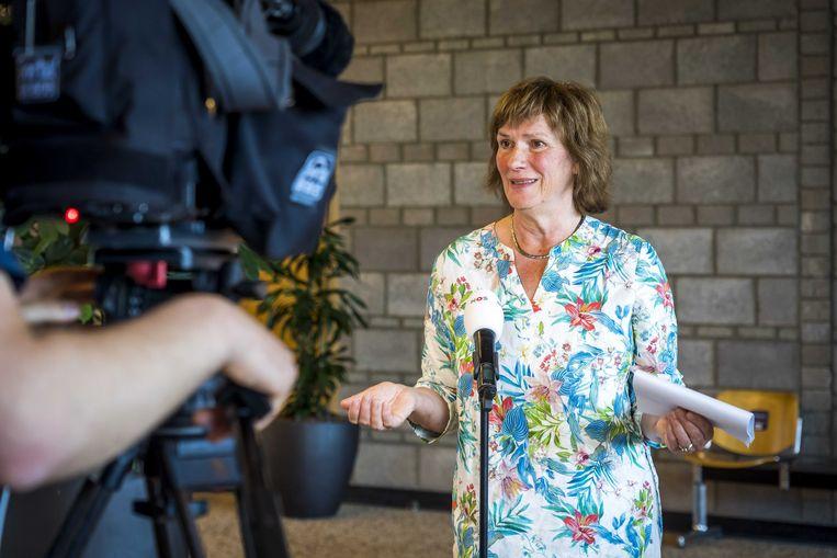 Voorzitter Pieta Janssen van Stop5GNL na de uitspraak in het kort geding tegen de staat. De stichting wilde de uitrol van 5G-netwerken stoppen, omdat de straling gezondheidsrisico's zou opleveren.  Beeld ANP
