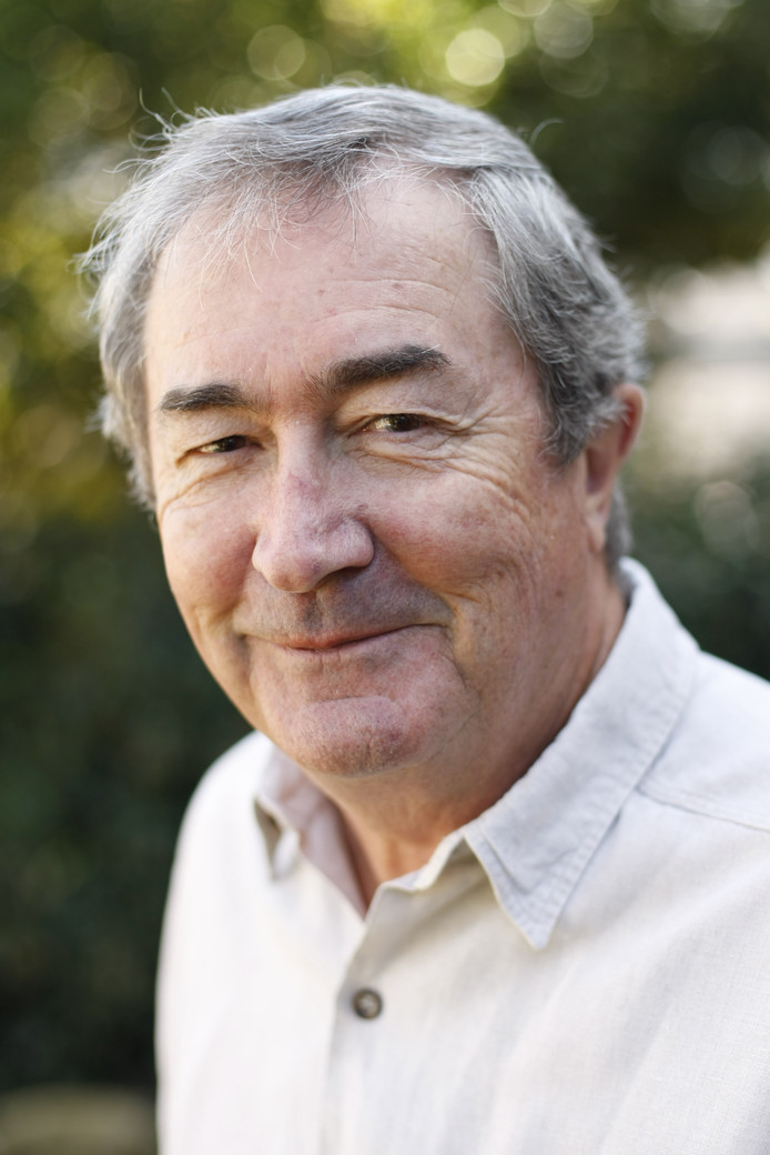 De Australische schrijver John Flanagan van De Grijze Jager boekenserie.