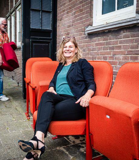 Parkvillatheater renoveert buiten en binnen: oude theaterstoelen voor 7,50 euro te koop