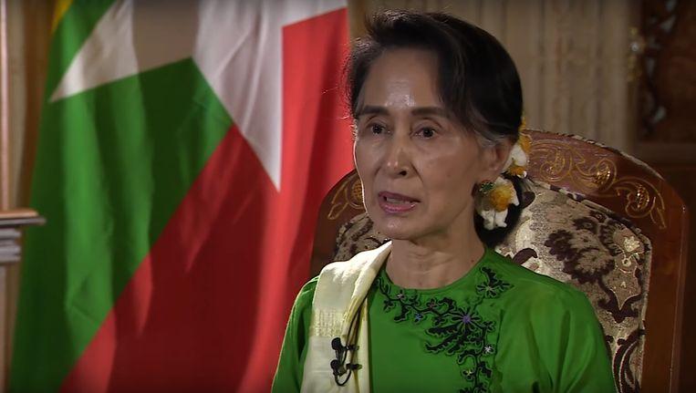 Aung San Suu Kyi tijdens het interview met de BBC. Beeld