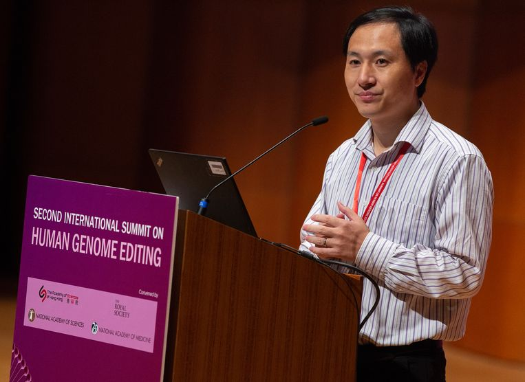 He Jiankui presenteert zijn werk in Hongkong.  Beeld null