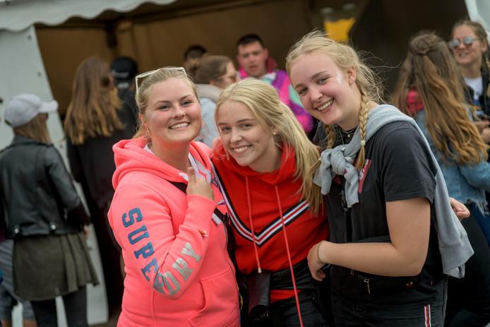 Marike (links) en Mirte (midden) uit Rheine