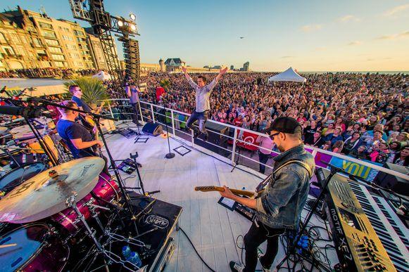 Voor het Sunset Concert van Niels Destadsbader kwamen 15.000 fans naar Oostende.