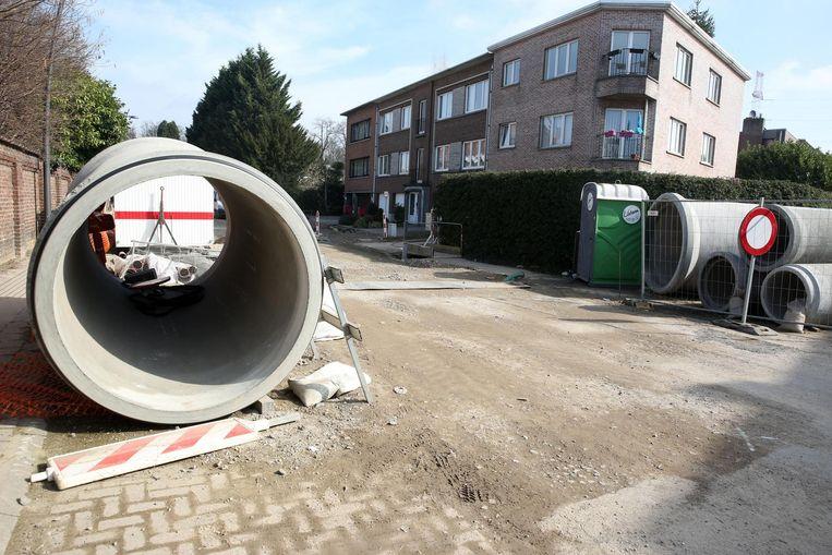 Er wordt intussen al zes maanden gewerkt in het centrum van Ruisbroek, zoals hier in de Fabriekstraat.