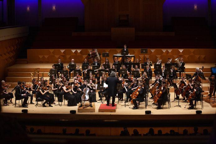 De leden van Symfonia Young Twente verstaan elkaar in de muziek.