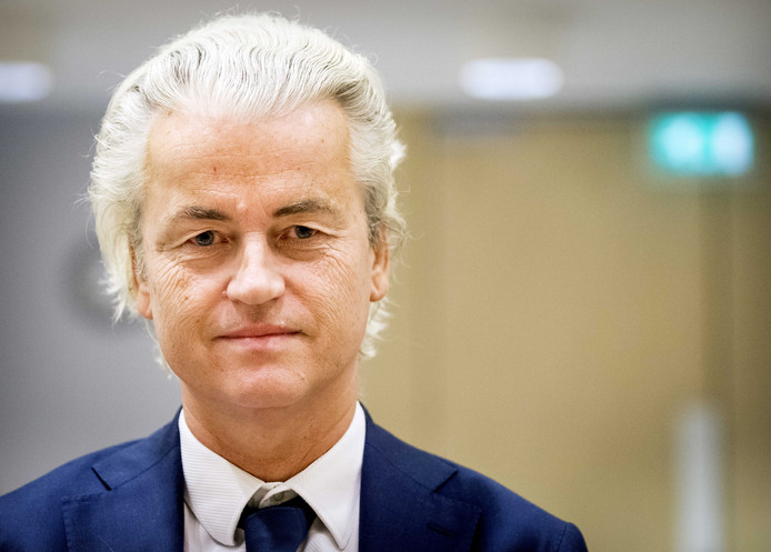 Geert Wilders in de extra beveiligde rechtbank bij Schiphol.