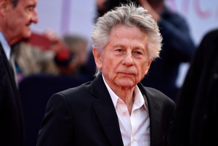 Een actiegroep heeft de gevels van drie bioscopen in Brussel volgeplakt met protestposters omdat de theaters de nieuwe film van de omstreden regisseur Roman Polanski vertonen. Dat melden Belgische media woensdag.