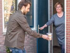 Zwollenaar Daan tovert met taartje glimlach op gezichten