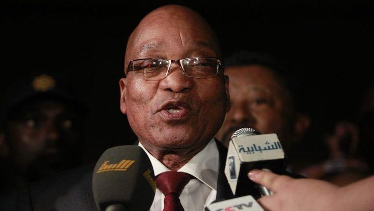 De Zuid-Afrikaanse president Jacob Zuma geeft een statement na urenlang gesproken te hebben met de Libische leider Muammar Kaddafi. Beeld reuters