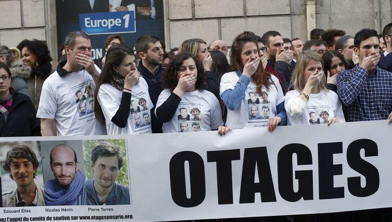 In Parijs werd een actie gehouden als steun voor de gekidnapte journalisten in Syrië. Beeld afp